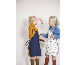 tablier de cuisine pour enfants tablier de cuisine pour enfants apron toile bleue ferm living