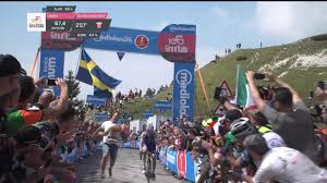2017 Giro D U0027italia Live by Video U0027there U0027s A Fox On The Road U0027 Fan Jumps Barrier And Runs