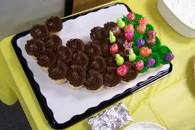 thanksgiving cornucopia cupcake cake