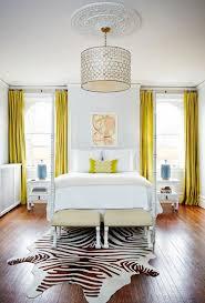 rideaux chambre adulte rideaux chambre adulte jaune moutarde et tapis peau de zèbre notre