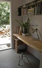 bureau brut les meubles en bois brut sont une touche nature pour l