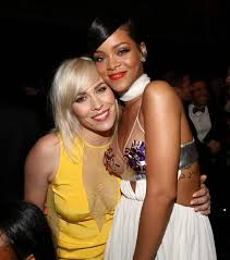 Miley Table L Bosom Buddies Rihanna And Miley Cyrus Struggle For The Spotlight
