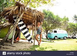 jeep with surfboard woman leaning on surfboard stock photos u0026 woman leaning on