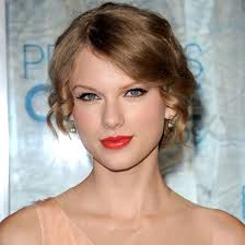 makeup artist lorrie turk created taylor swift 39 s beautiful poppy hued lipstick shade for the