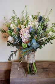 rustic wedding bouquets the best wedding flowers for barn weddings mythe barn