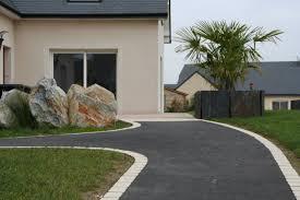 modele jardin contemporain aménagement contemporain descente de garage clôture bord de