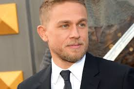 how to get thecharlie hunnam haircut charlie hunnam credits conor mcgregor as inspiration for king