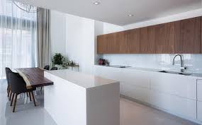 cuisine minimaliste cuisine minimaliste au design contemporain en blanc design feria