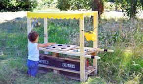 ustensiles de cuisine pour enfant diy fabriquez une mud kitchen une cuisine en bois pour les