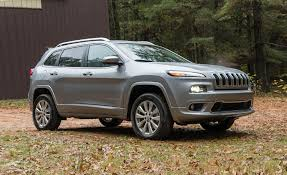 jeep cherokee 2017 jeep cherokee pictures photo gallery car and driver