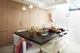 ilot central dans cuisine cuisine minimaliste ilot central polyvalent agencement dans