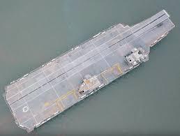 hms queen elizabeth aircraft carrier portsmouth arrival due