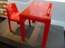 bureau plastique enfant bureau design enfant marc berthier pour prisunic 1973 rocket lulu