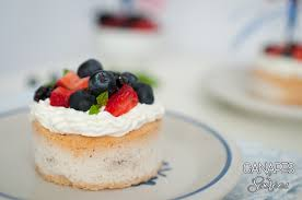 berry canapes low carb berry pavlovas canapes and soirees