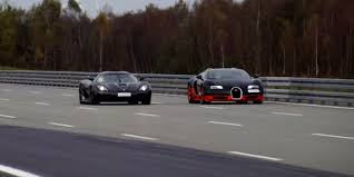 koenigsegg agra watch a bugatti veyron do battle with a koenigsegg agera r