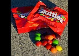 halloween cany what 200 cals of your favorite halloween candy looks like huffpost