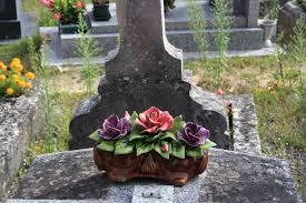 cemetery flowers file forget cemetery ceramic flowers 07 jpg wikimedia
