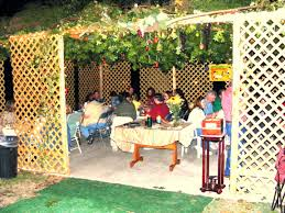 sukkah walls sukkot 2009 what is a sukkah and why do jews sit in them