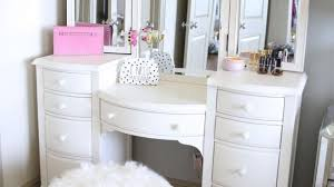 Makeup Tables For Bedrooms Best 25 White Vanity Ideas On Pinterest White Makeup Vanity