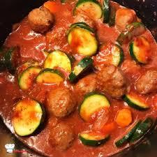 cuisiner des boulettes de boeuf boulettes de boeuf sauce tomate recette cookeo mimi cuisine