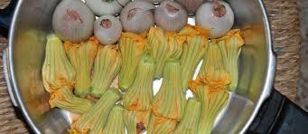 cuisiner les fleurs recettes de fleurs de courgettes idées de recettes à base de