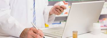 how to write a resume for pharmacy technician pharmacy technician online courses certificate college of pharmacist working on a computer