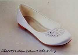 ballerine blanche mariage mariage et séduction en arles spécialiste du mariage robe et