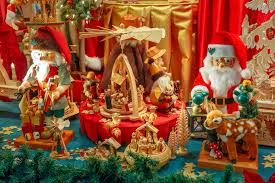 Christmas Decorations Shopping List by Best Christmas Window Displays From Departments Stores In Nyc