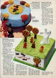 Halloween Cake Stands Neato Coolville 1979 Halloween Cakes By Wilton