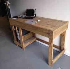 bureau palette bois bureau palette awesome palette meubles bureau centre de commande de