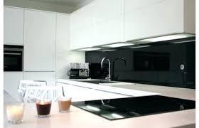 cuisine laquee modele cuisine blanc laque cuisine blanche laquace sol bois grande