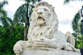 marble lion marble lion statue at the entrance to the memorial