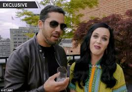 katy perry screams in shock as magician david blaine pulls an