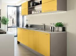 meuble cuisine jaune cuisine colorée jaune hygena gorgeous kitchens