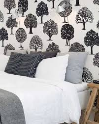 chambre avec papier peint déco de chambre contemporaine avec papier peint à motifs