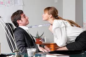l amour au bureau et impact sur vos placements lesaffaires com