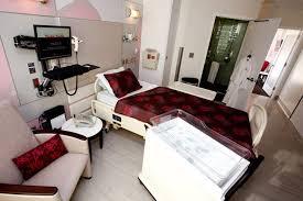 khloe kardashian visits kim at the cedars sinai medical center in