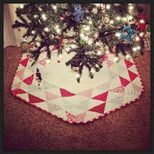 Quilted Christmas Tree Skirts To Make - 441 best christmas tree skirts images on pinterest crafts