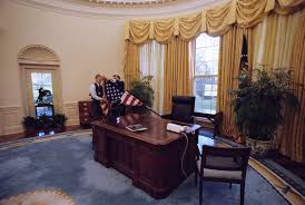 oval office curtains what it s like to move into the white house oval office
