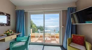 chambre vue sur mer chambres avec vue sur mer près du lavandou grand hôtel moriaz