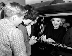 Dress Barn In Manhattan How Marilyn Monroe Got A Makeover Vogue