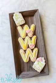vintage style wedding favor sugar cookies decorated with royal