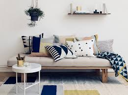 How To Build A Platform Bed With Legs by Best 25 Diy Daybed Ideas On Pinterest Daybed Diy Sofa And