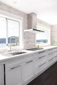 modern white kitchen backsplash contemporary white kitchen linear mosaic backsplash kuchnia