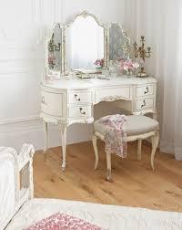 Vintage Vanity Table Elegant Victorian Vanity Table With Best 25 Antique Vanity Table