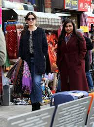 sandra bullock and mindy kaling on the set of u0027oceans 8 u0027 in new