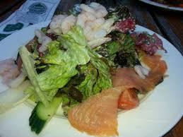 cuisine nantaise salade nantaise avec crevettes et saumon fumé picture of