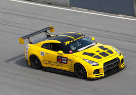 nissan yellow r u0027s tuning yellow nissan gt r wins at usca weekend gtspirit