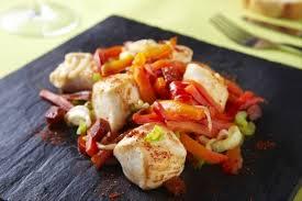 cuisiner poivron recette de cubes de poulet à la plancha oignon poivron et chorizo