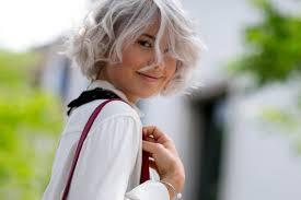 coupe pour cheveux gris comment gérer ses premiers cheveux gris femina